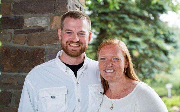 不幸感染埃博拉的肯特・布拉特利医生(左)
