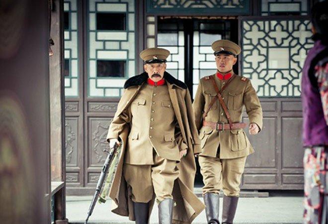 电视剧《少帅》中,少年张学良被日军军警抓走后,张作霖一度要集合部队去要人。事实上,张作霖早年依附日本,后来也从未公开表示过对日本的不满。
