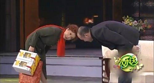 郭达饰演的送礼者奴颜婢膝