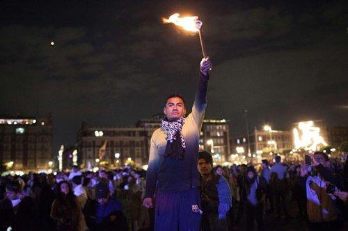 目前墨西哥国内抗议示威不断,总统压力很大