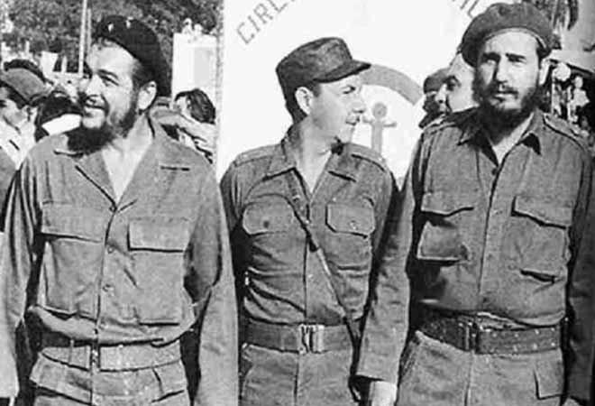 切・格瓦拉(左)和卡斯特罗兄弟在一起