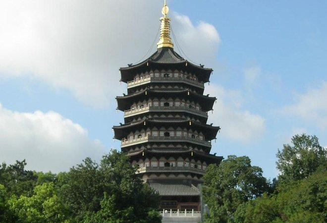 图:钢筋结构的雷峰新塔