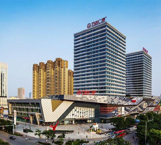 导购 行情 社区 市场动态 资讯  8月29 日,万达集团,百度,腾讯在深圳