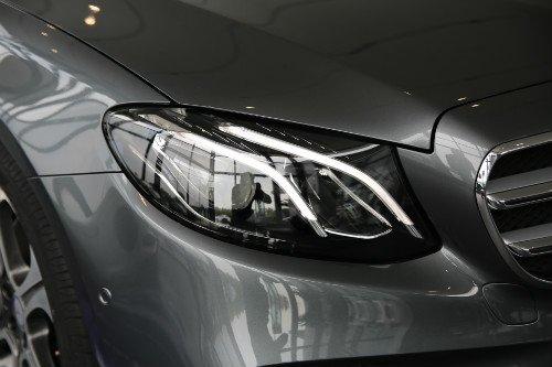 全新奔驰E级长轴轿车 亮相潍坊之星