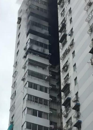 市区朔门大厦17楼起火
