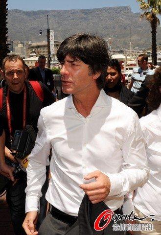 组图:世界杯抽签在即 德国主教练勒夫抵达_图