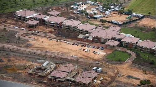 """英格兰南非基地一半未完工 至今是""""垃圾堆"""""""