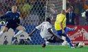 视频:巴西决胜德国 罗纳尔多洞穿德国队大门