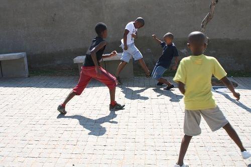 32强探营-手记:足球是穿越贫富的唯一语言