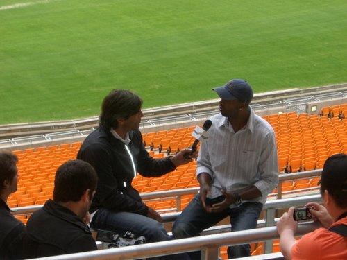 独家图文:前阿门神在南非主赛场访南非大使