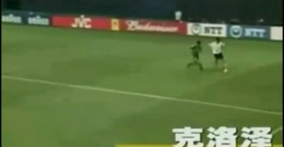 视频:克洛泽世界杯第二球 再次头球破门得分