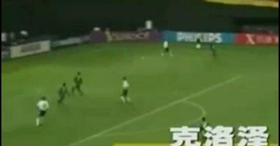 视频:克洛泽世界杯第三球 狮子甩头完成戏法