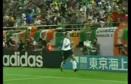 视频:克洛泽世界杯第四球 经典头球空翻庆祝