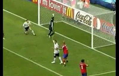 视频:克洛泽世界杯第六球 左脚轻松推球入门