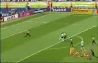 视频:克洛泽世界杯第九球 右脚斜射空门得分