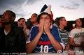 法国球迷专心观赛