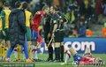 图文:塞尔维亚1-2澳大利亚 塞队员与裁判理论