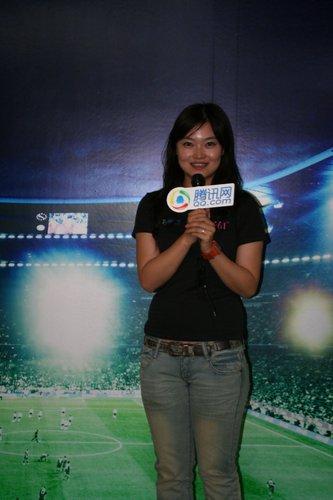 图文:南非世界杯腾讯记者团美女记者张楠