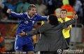 图文:阿根廷2-0希腊 老马与帕勒莫拥抱