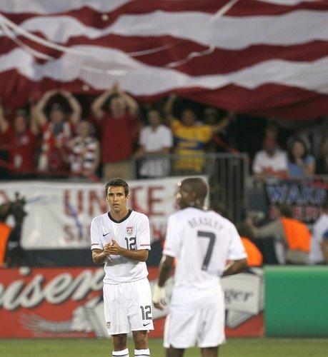 图文:热身赛捷克4-2美国 博恩斯坦比斯利交流
