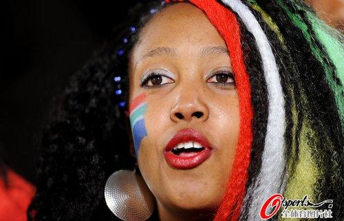 图文:世界杯女球迷的笑与泪(24)