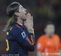 图文:荷兰0-1西班牙 阿隆索双手合十