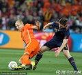 图文:荷兰0-1西班牙 阿隆索铲断罗本
