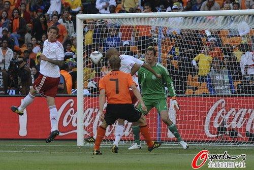 世界杯-荷兰2-0丹麦43年不败 首粒乌龙球诞生