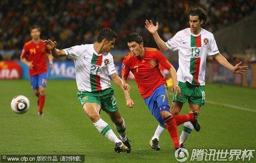 图文:西班牙VS葡萄牙 比利亚边路过人_世界杯