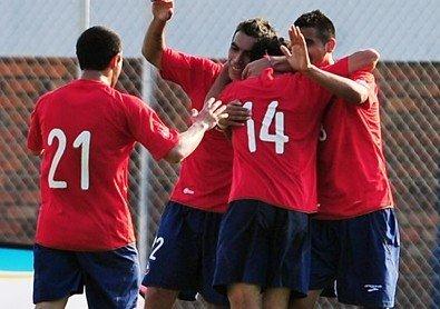 图文:热身赛智利2-0新西兰 智利队庆祝