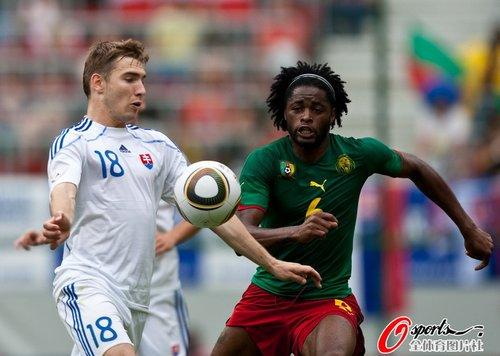 热身赛-喀麦隆1-1斯洛伐克 埃托奥场边当看客