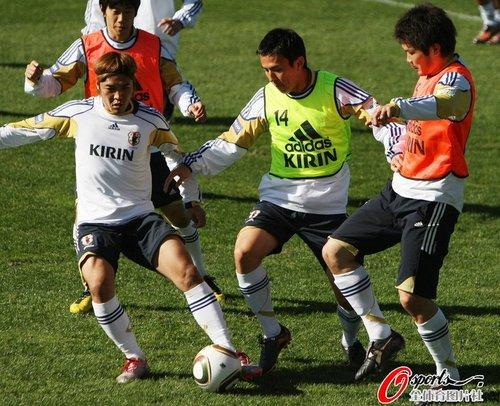 日本有望跟进十六强 中国球迷心中有酸味