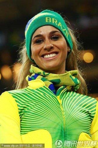 卡卡红牌伤的不止巴西 全世界女球迷为之哭泣