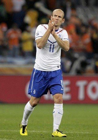 荷兰国王复出就献助攻 橙色梅西向世界杯宣战