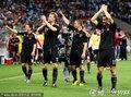 德国队员答谢球迷