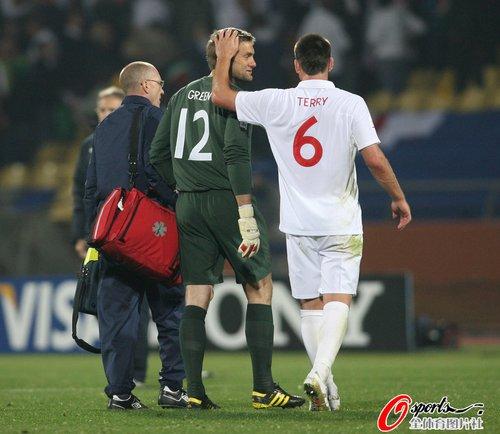 图文:英格兰1-1美国 特里赛后安慰格林