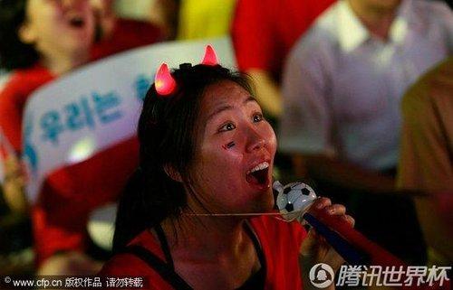 2010世界杯:朝鲜战葡萄牙 韩国球迷首尔观看呼吁韩朝统一