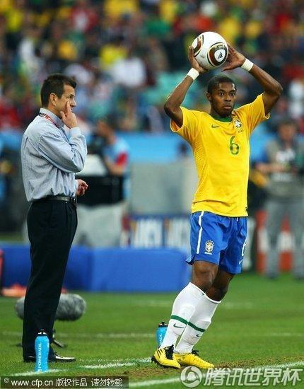 图文:葡萄牙0-0巴西 巴斯托斯掷界外球_世界杯