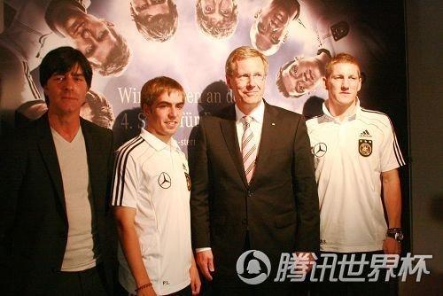 德国总统称球队表现完美 决定授勒夫十字勋章