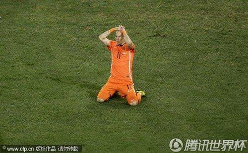 图文:荷兰VS西班牙 罗本错失机会