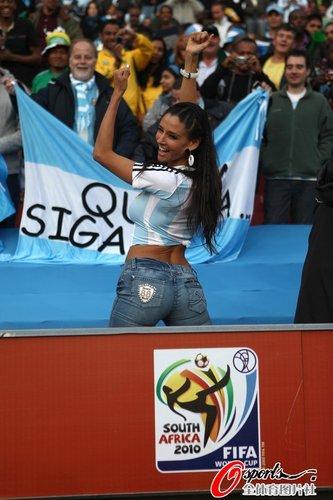 图文:阿根廷1-0尼日利亚 性感阿根廷球迷
