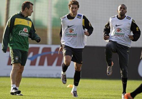 2010世界杯前瞻:巴西训练 卡卡、梅洛哥俩好