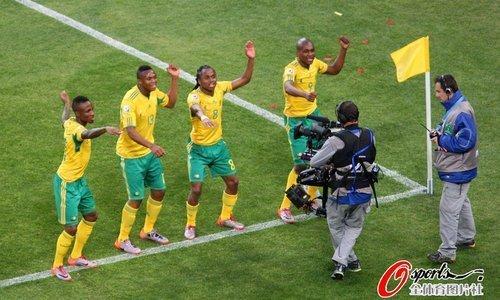世界杯-南非1-1墨西哥 巴萨铁卫难破80年魔咒