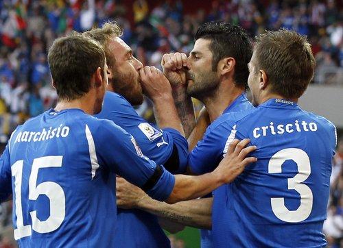 """图文:意大利VS新西兰 德罗西""""对话""""亚昆塔"""