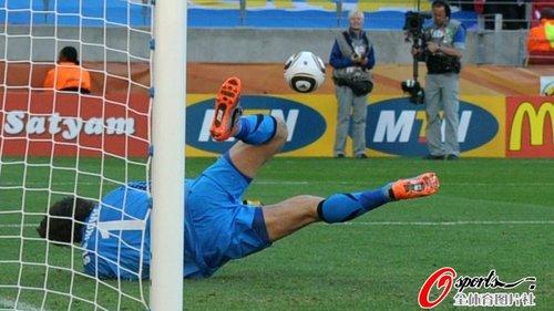 图文:德国VS塞尔维亚 斯托伊科维奇扑出点球