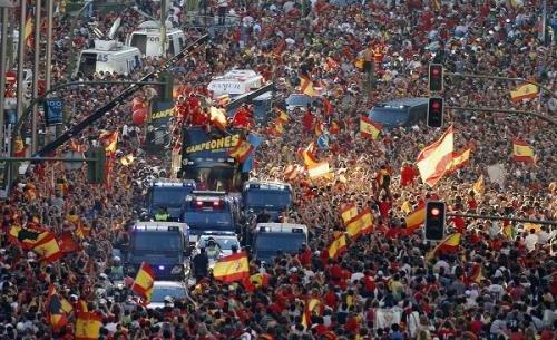 世界杯夺冠引发悲剧 西班牙球迷狂欢2死百伤
