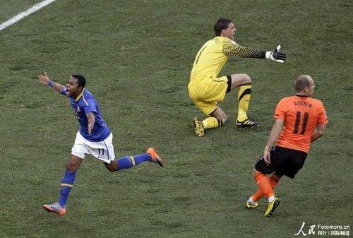 罗比尼奥锁喉一剑却无后招 世界杯再无加林查