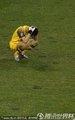 图文:乌拉圭2-1韩国 郑成龙抱头沮丧
