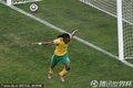 图文:揭幕战南非1-1墨西哥 南非队员大鹏展翅
