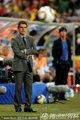 图文:德国4-1英格兰 卡佩罗观察赛场动向